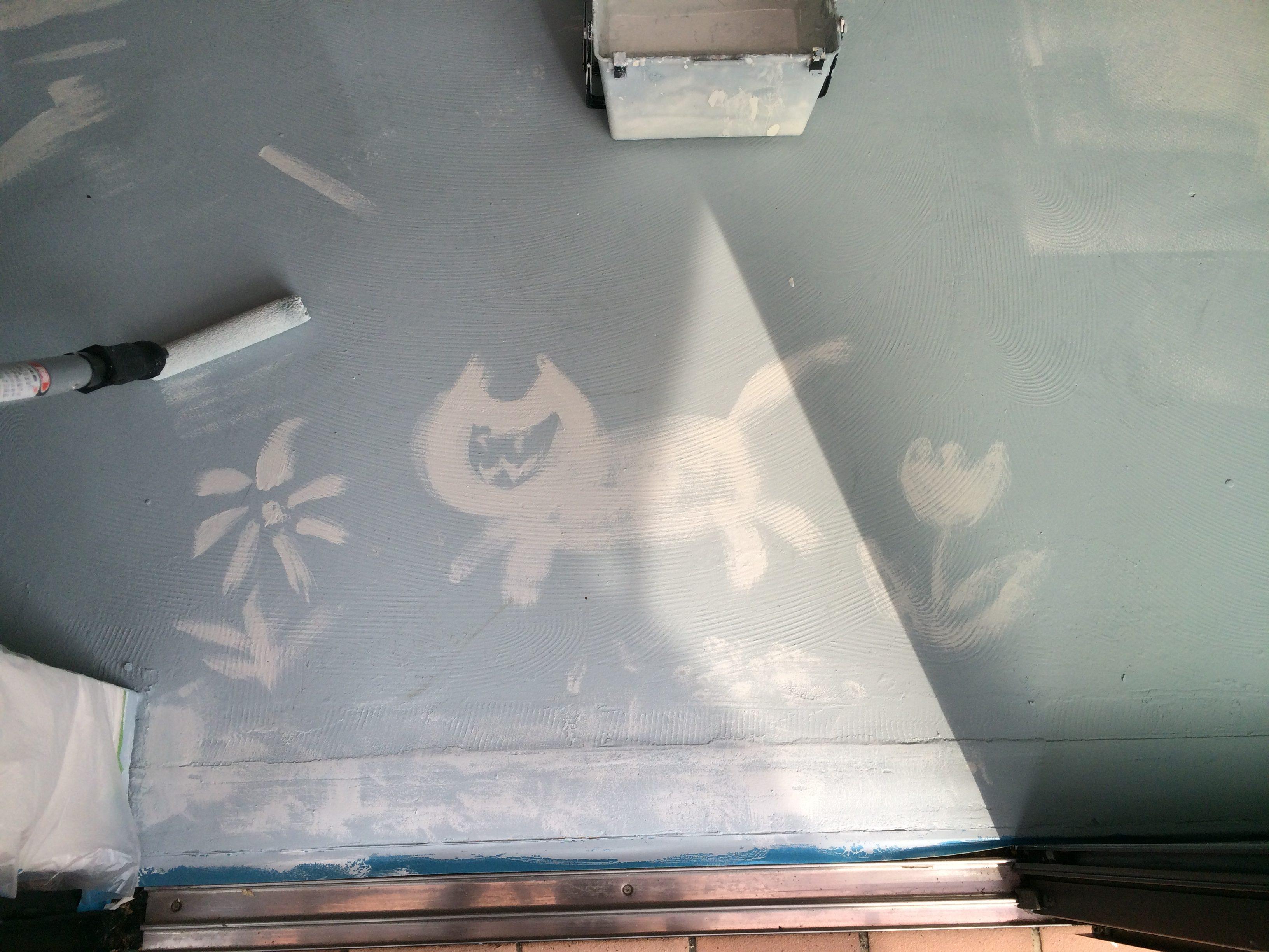ペンキ塗り中のおふざけ